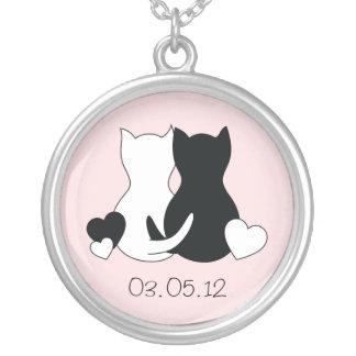 日付のネックレス、猫、子ネコ、ピンクの中心を救って下さい シルバープレートネックレス