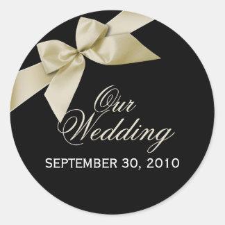 日付の結婚式が発表するクリーム色のリボンの保存 ラウンドシール