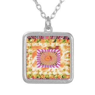 日光およびチャクラのコラージュの芸術的な提示 シルバープレートネックレス