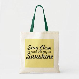 日光のトートのように感じる人々の近くの滞在 トートバッグ