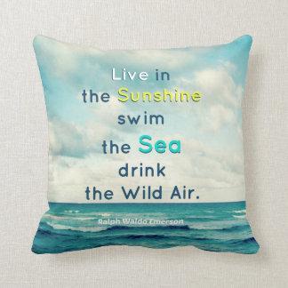 日光の水泳の海の引用文のエマーソンの枕に住んで下さい クッション