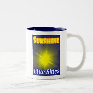 日光の青空のマグ ツートーンマグカップ
