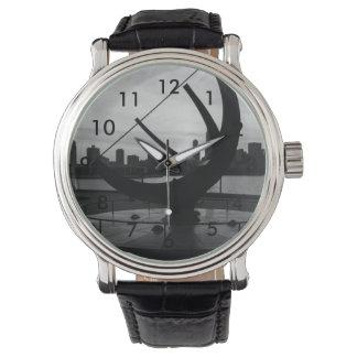 日時計の日没のグレースケール 腕時計