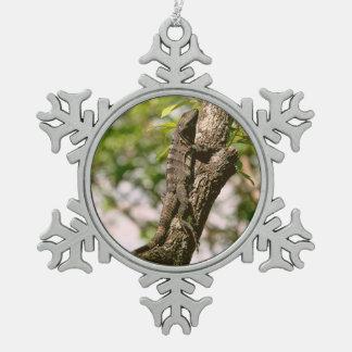 日曜日の木のトカゲ スノーフレークピューターオーナメント