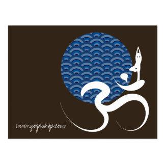 日曜日の青いヨガ精神的なインドの書くOmのオームのロゴ ポストカード