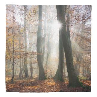 日曜日は寝具の神秘的で霧深い景色の森林を、放射します 掛け布団カバー