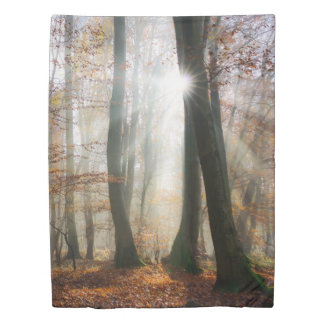 日曜日は神秘的で霧深い景色の森林、寝具を放射します 掛け布団カバー