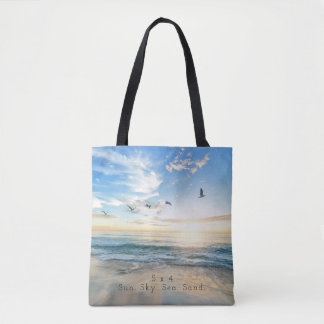 日曜日Sky。 海。 砂。 ビーチ場面 トートバッグ
