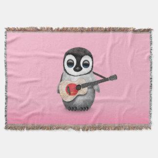 日本のな旗のギターのピンクを遊んでいるベビーのペンギン スローブランケット