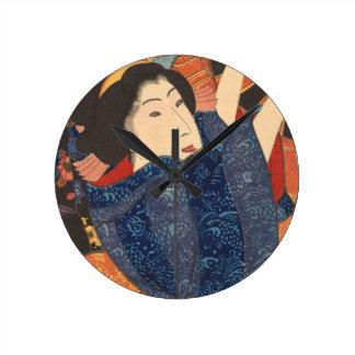 日本のな美しいはカラフルな衣服を乾燥します ラウンド壁時計