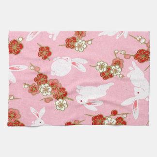 日本のな芸術: ピンクのSakuras及びウサギの台所タオル キッチンタオル