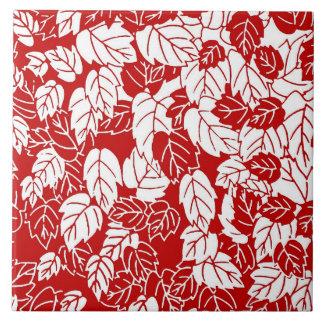 日本のな葉のプリント、えんじ色および白い タイル