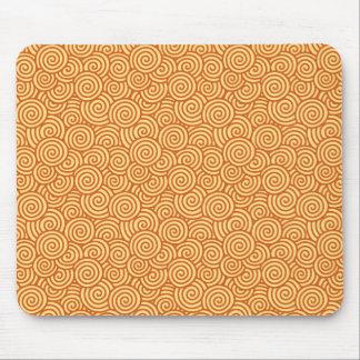 日本人の渦巻パターン-マンダリン及び淡いオレンジ色 マウスパッド
