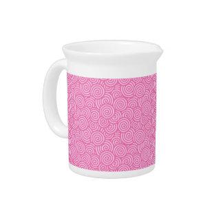 日本人の渦巻パターン-柔らかいペパーミントのピンク ピッチャー