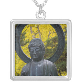 日本人のBuddaの彫像は金庭いじりをします シルバープレートネックレス