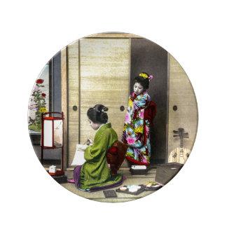日本古いヴィンテージの芸者そして彼女のMeiko 磁器プレート