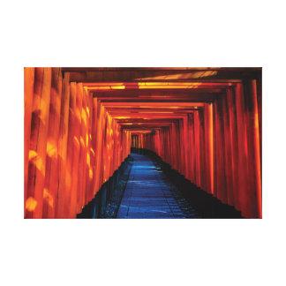 日本明るく赤い神道の寺院 キャンバスプリント