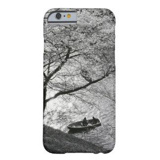 日本、東京。 帝国の桜 BARELY THERE iPhone 6 ケース