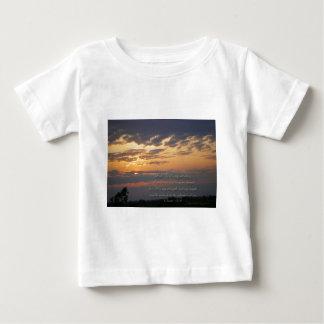 日没および聖なる書物、経典Isa12: 2 ベビーTシャツ