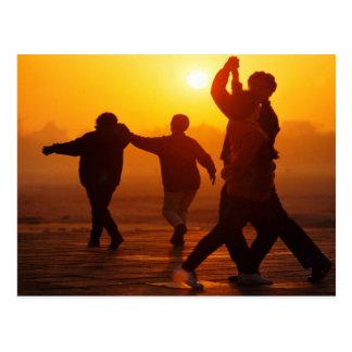 日没で踊る冬の中国 ポストカード
