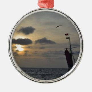 日没に航海 メタルオーナメント