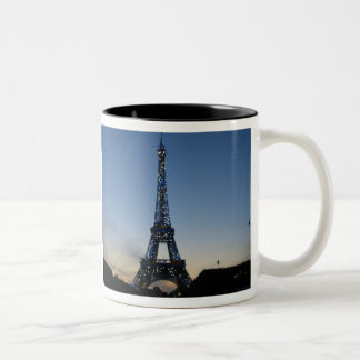 日没のエッフェル塔 ツートーンマグカップ