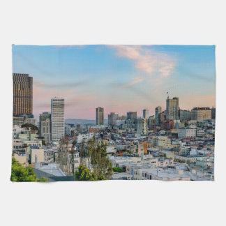 日没のサンフランシスコのスカイライン キッチンタオル