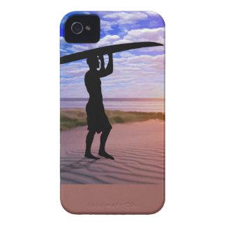 日没のサーファーの砂および雲 Case-Mate iPhone 4 ケース