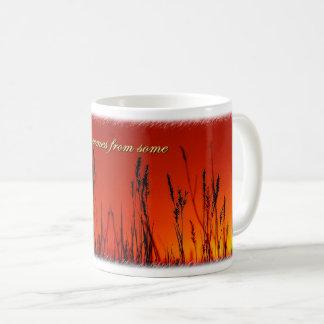 日没のシルエットの感動的なコーヒー・マグ コーヒーマグカップ