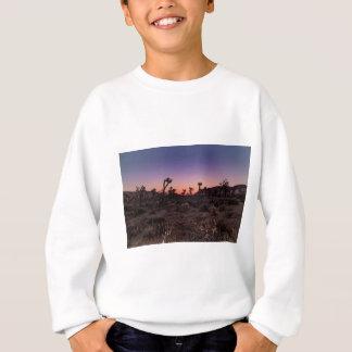日没のジョシュアツリーの国立公園 スウェットシャツ