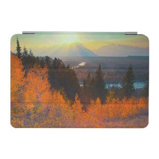 日没のスネーク川の上の金《植物》アスペン iPad MINIカバー