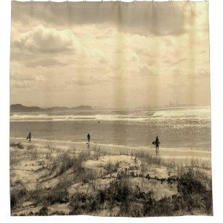 日没のセピア色の波のビーチのシャワー・カーテン シャワーカーテン