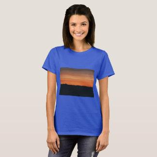 日没のデザインのロイヤルブルーのTシャツ Tシャツ