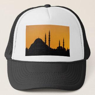 日没のトルコのイスタンブールのモスク キャップ