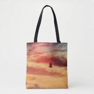 日没のトートバックのワシの飛行 トートバッグ