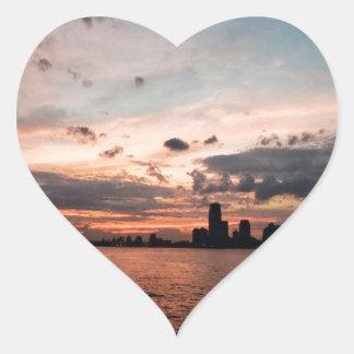 日没のニューヨークシティのスカイライン ハートシール
