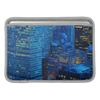 日没のニューヨークシティのスカイライン MacBook スリーブ