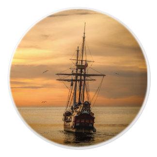日没のノブの海の穏やかなボート セラミックノブ