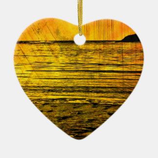 日没のビーチのカナダの黄色い海岸線 セラミックオーナメント