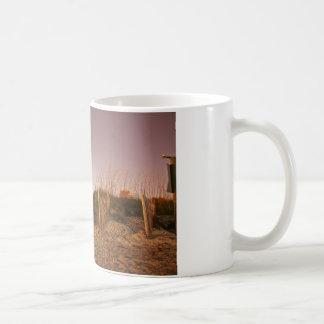 日没のビーチのステップ コーヒーマグカップ
