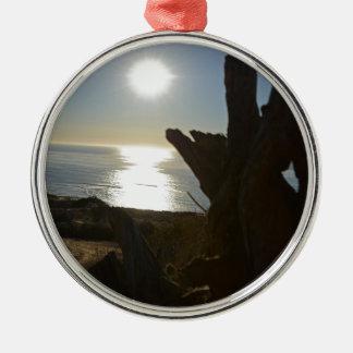 日没のビーチの海 メタルオーナメント