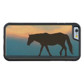 日没のビーチの馬 CarvedメープルiPhone 6バンパーケース