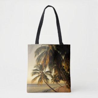 日没のビーチ、トリニダード トートバッグ
