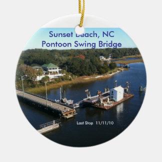 日没のビーチ、NCのポンツーンの旋回橋… セラミックオーナメント