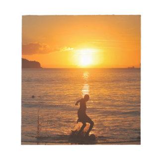 日没のフットボール ノートパッド