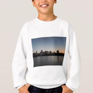 日没のポートランドスカイライン スウェットシャツ
