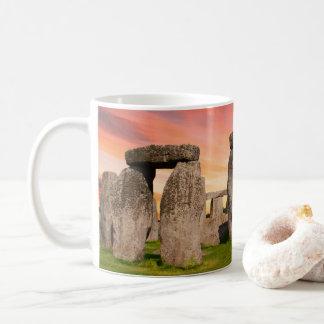 日没のマグのStonehenge コーヒーマグカップ