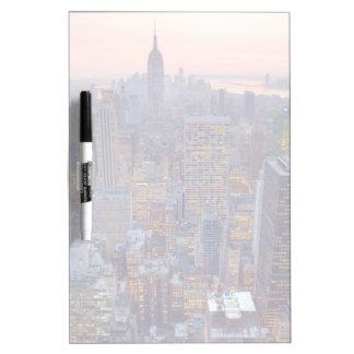 日没のマンハッタンの広い眺め ホワイトボード