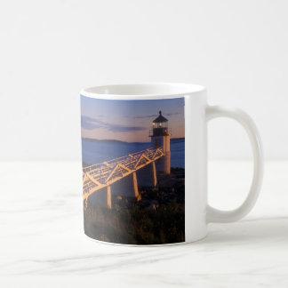 日没のマーシャルポイント灯台 コーヒーマグカップ