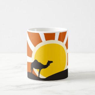 日没のラクダ コーヒーマグカップ